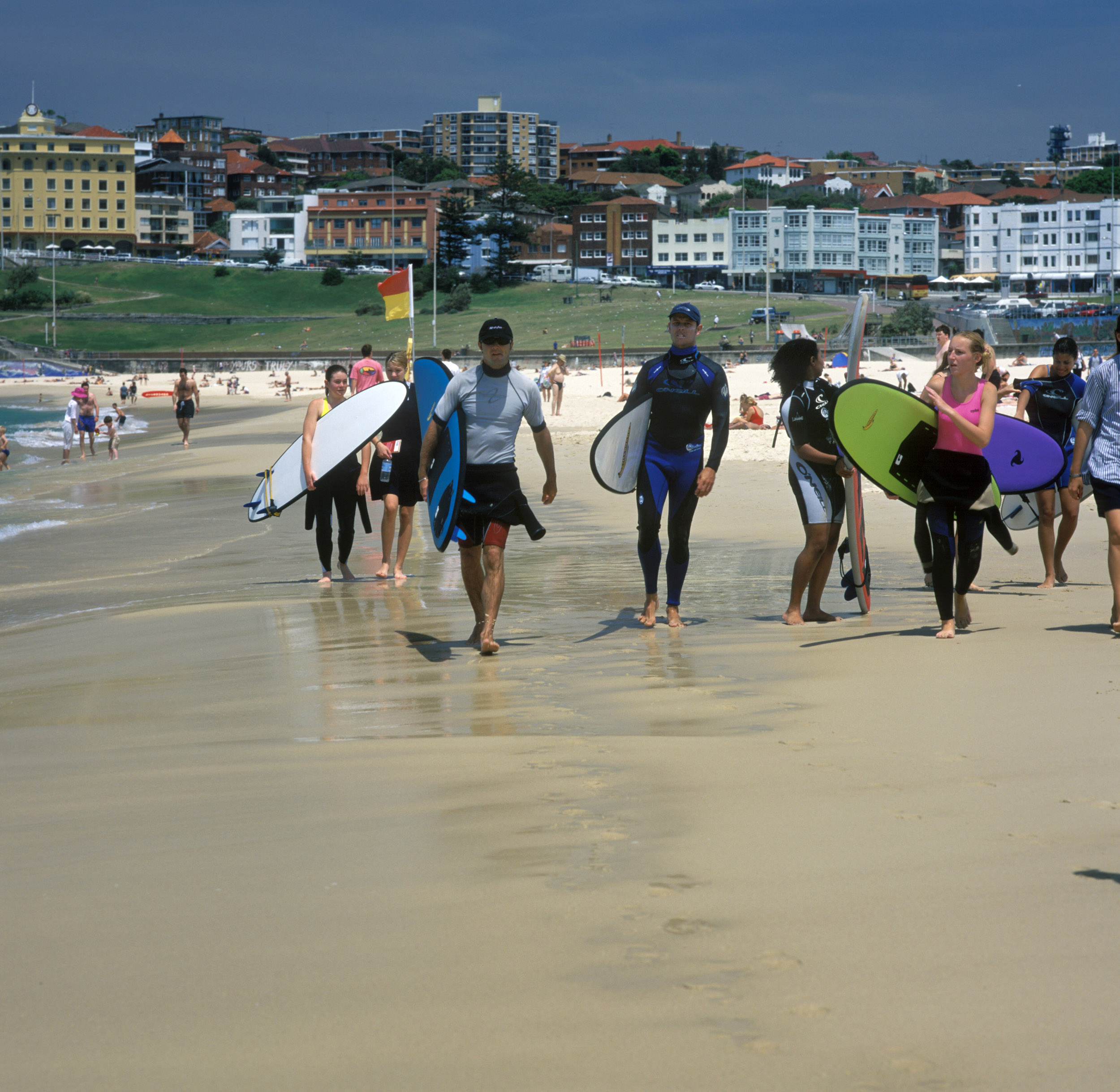 Australie Sydney Bondi Beach strand surfen surfers watersport toerisme huizen South Pacific Ocean