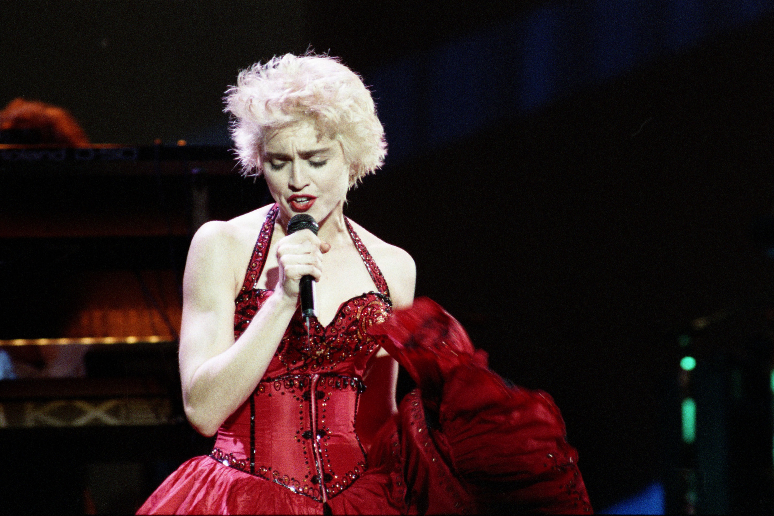pop muziek popmuziek muzikanten artiest Engeland Londen Wembley Stadium Madonna 19 08 1987 Whos That Girl World Tour zangeres Amerika Amerikaanse Queen of Pop