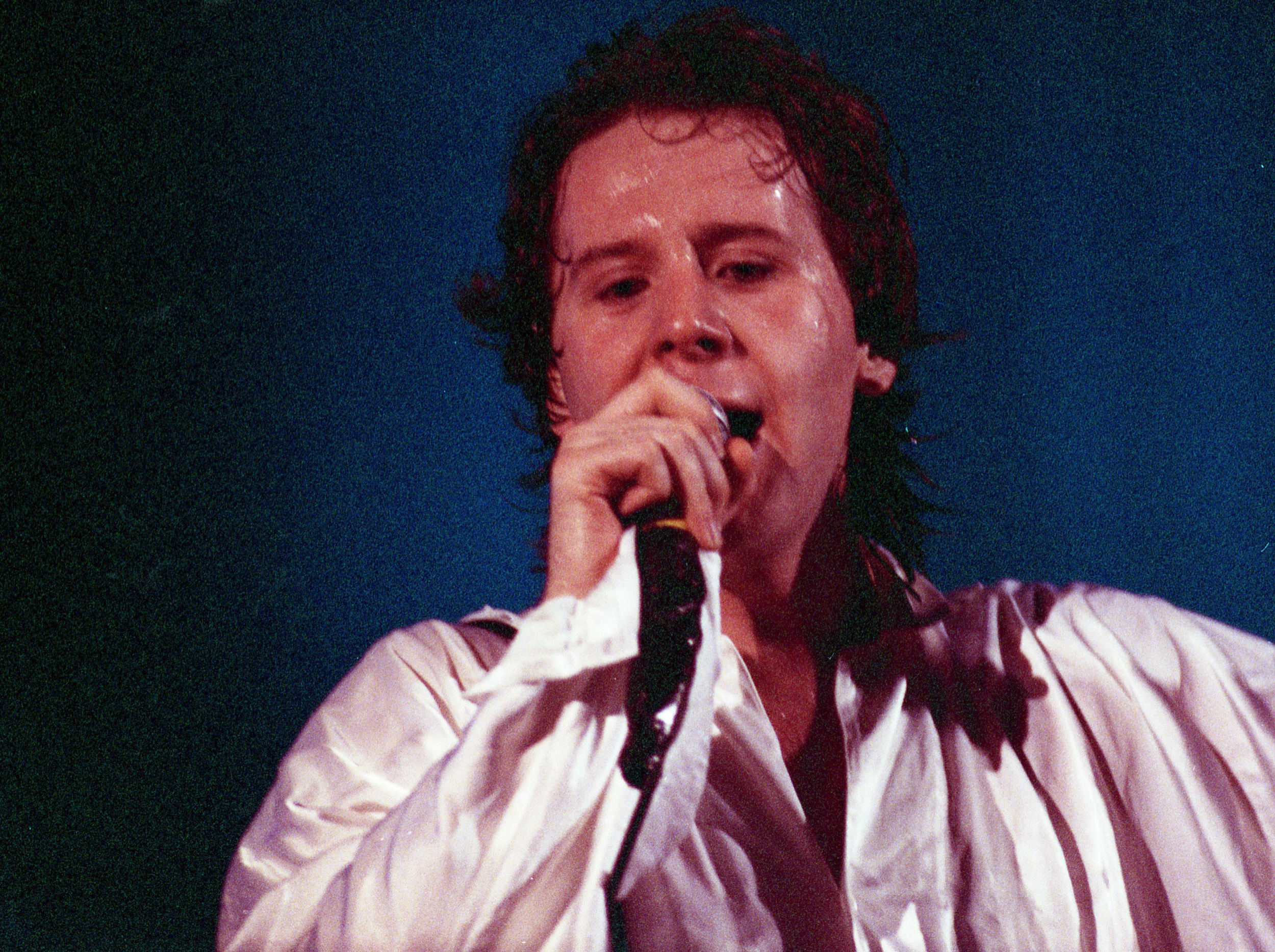 pop muziek popmuziek muzikanten artiest Simple Minds zanger Jim Kerr Ahoy Rotterdam 1 12 1985 Once Upon A Time Tour rock