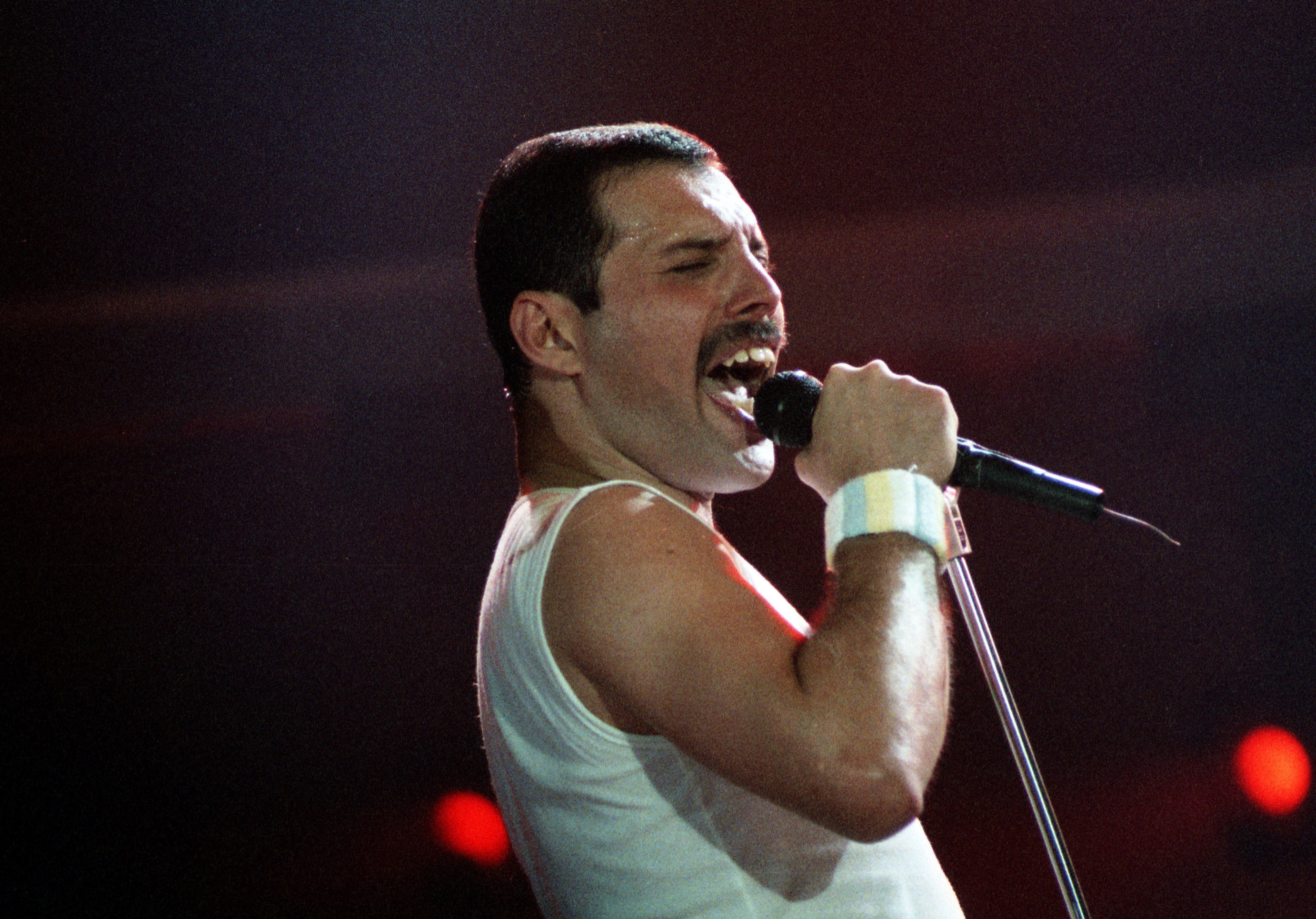 pop muziek popmuziek muzikanten artiest Queen zanger Freddie Mercury Groenoordhallen Leiden 11 6 1986 The Magic Tour laatste tour Freddie rock