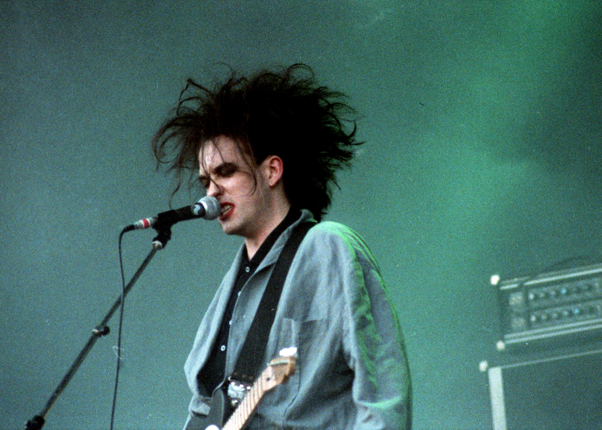 pop muziek popmuziek muzikanten artiest The Cure zanger Robert Smith Geleen Pinkpop 19 5 1986 rock newwave