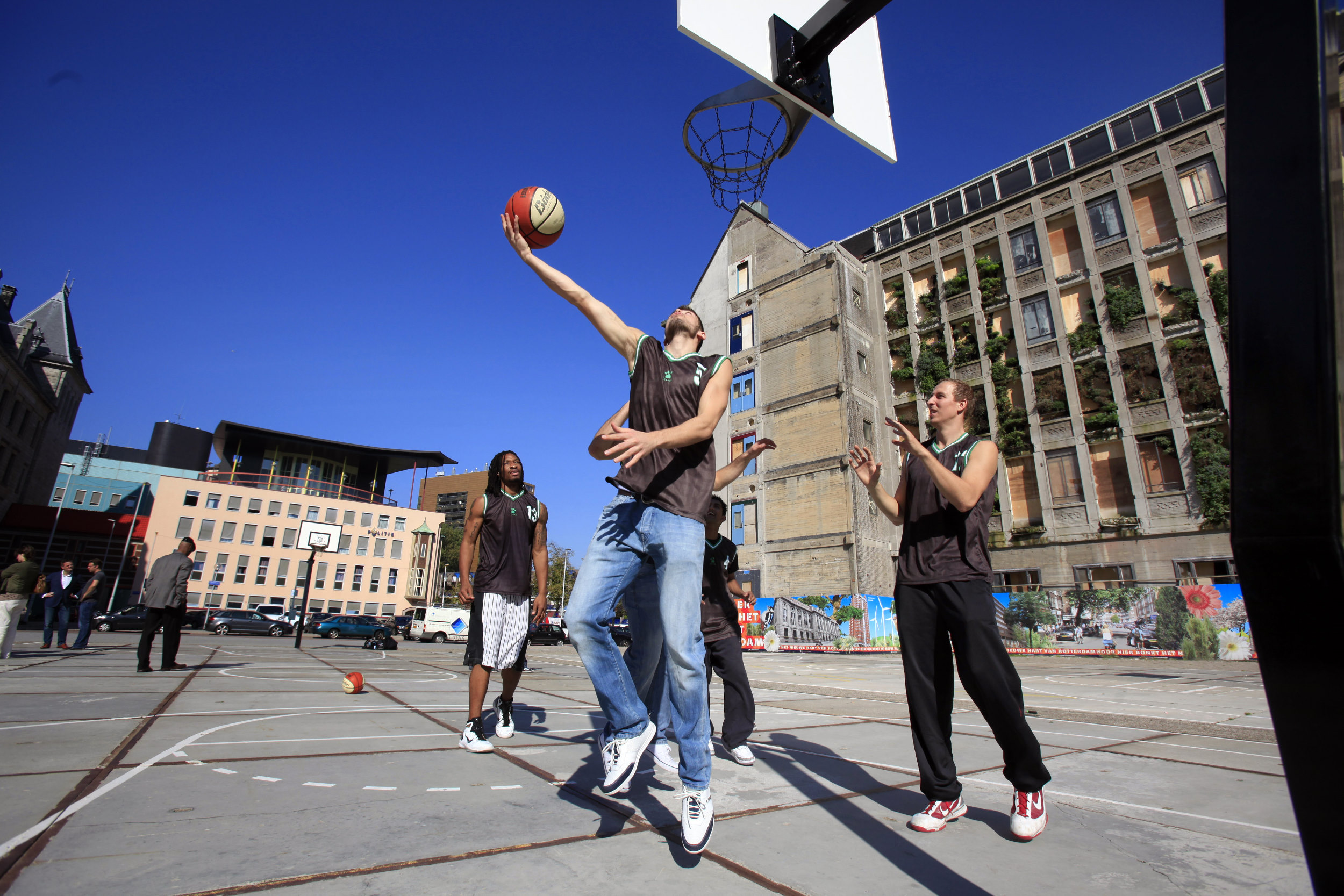 Sport Basketbal Rotterdam Rodezand basketbalveld court teamsport net driepunter