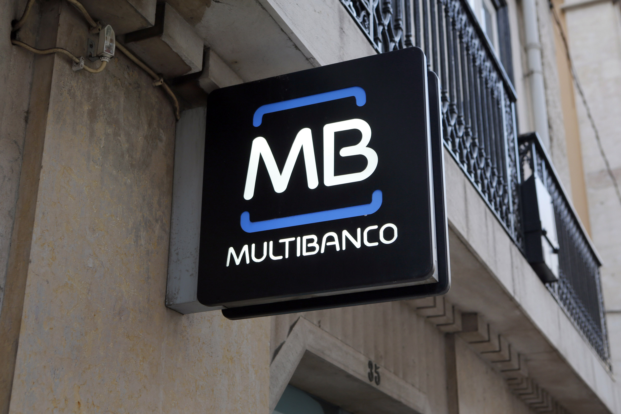 Portugal, Lissabon, Bank Multibanco, logo
