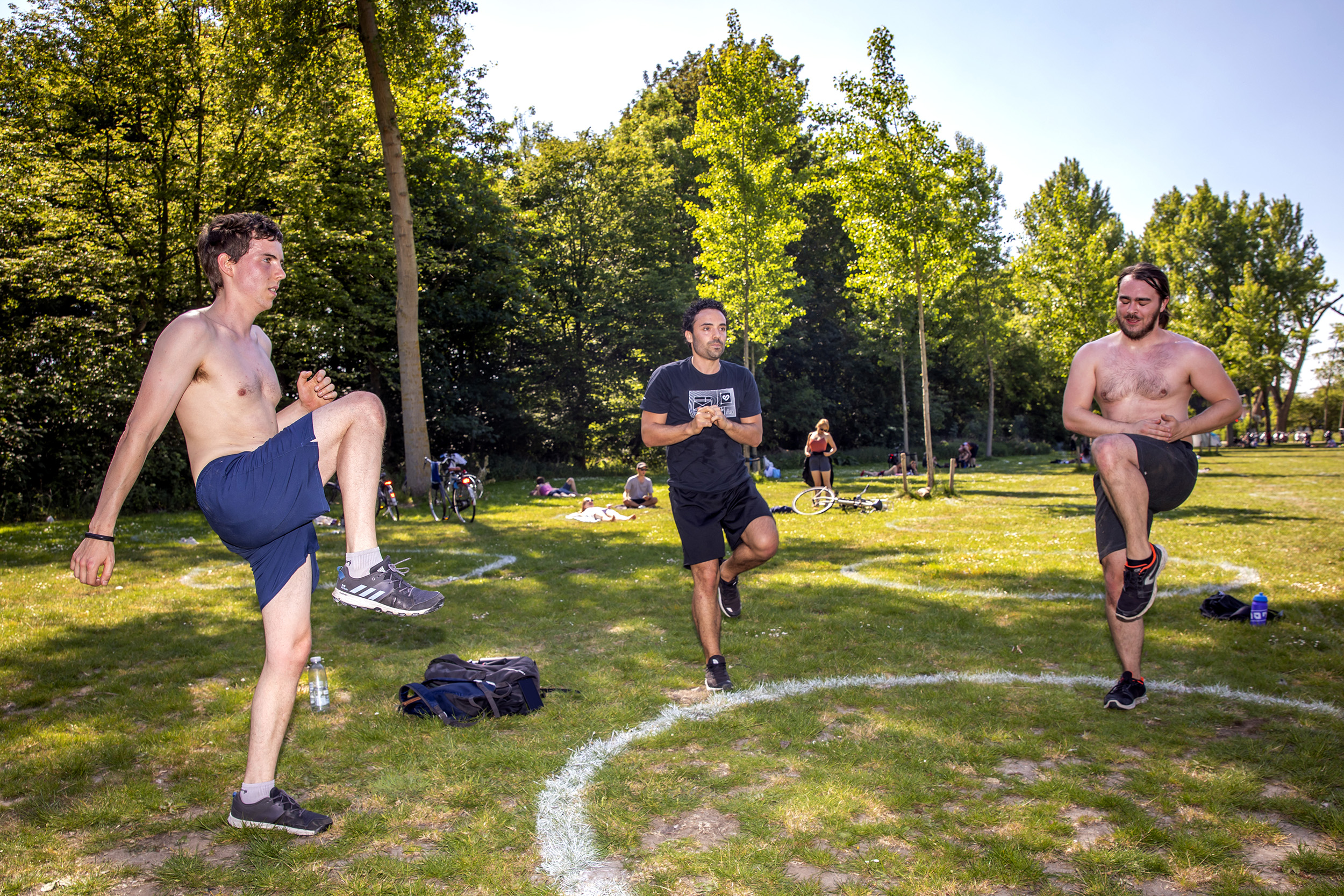coro-a sport lockdown workout fitness oefeningen fitboys high knees park