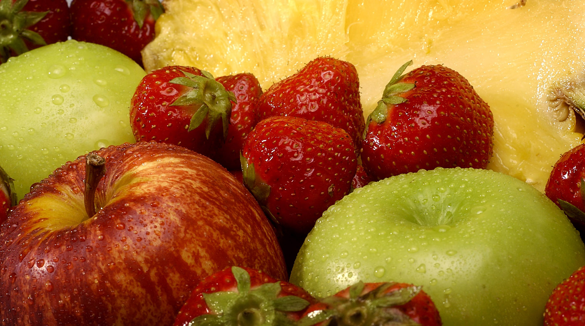 fruit fruitsalade ananas pineapple appel apple aardbei strawberry gezond