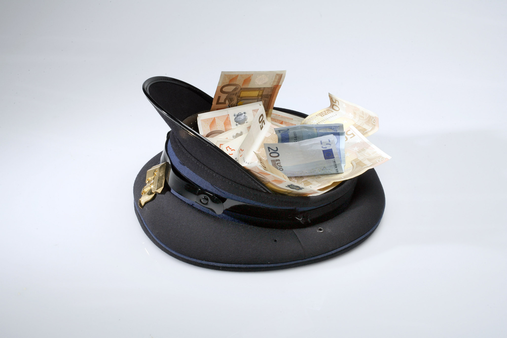 geld, money, euro, omkoping, corruption, politie, police, politiepet, corruptie, venality, briefgeld, papiergeld, bills