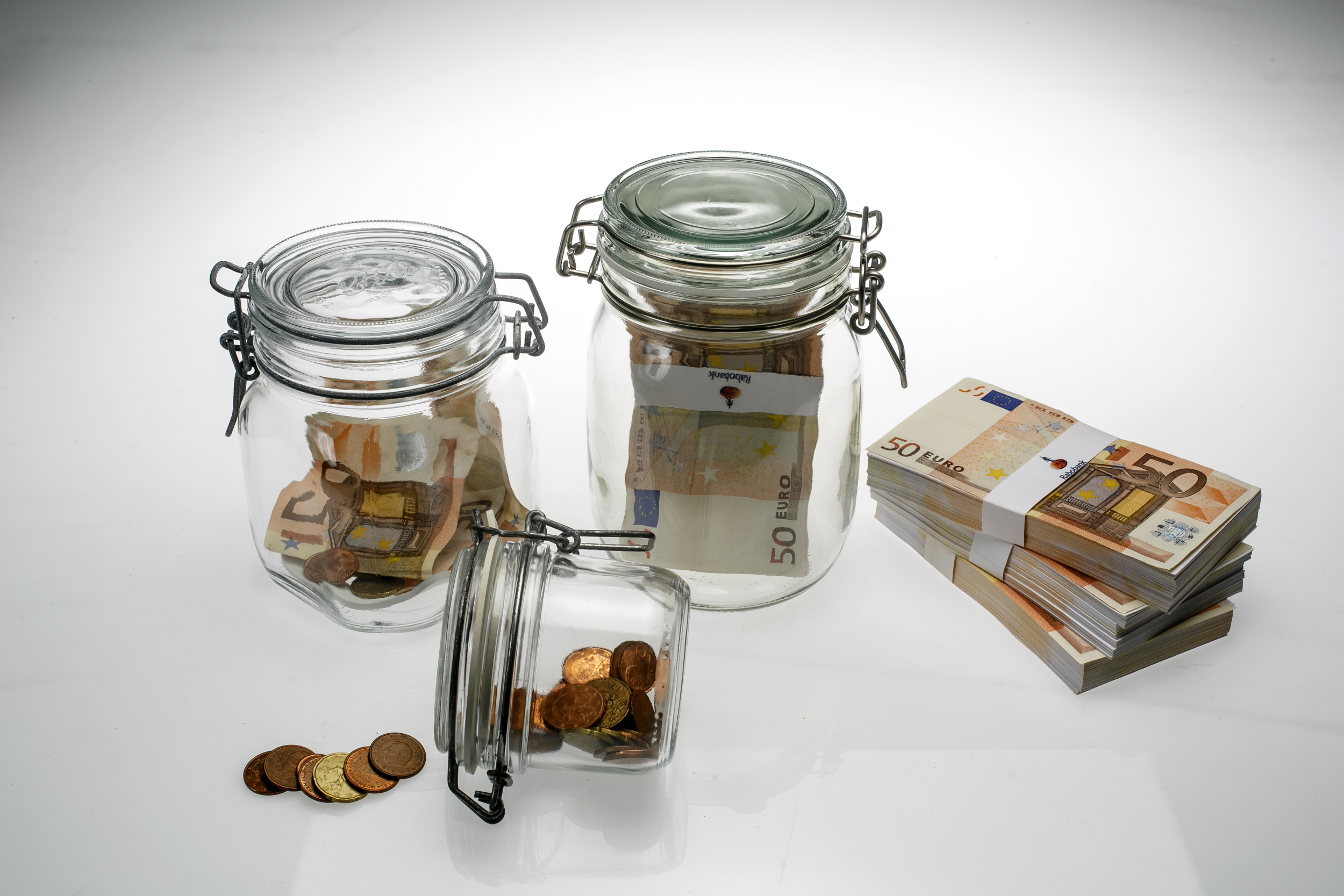 geld, money, bankbiljet, banknote, munt, coin, sparen, savings, briefgeld, papiergeld, bills, contant, cash, Rabobank