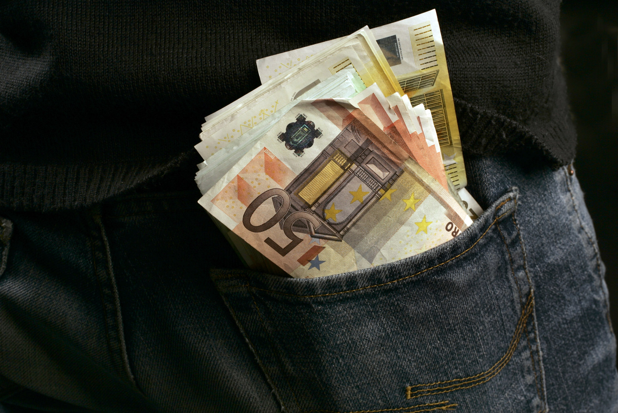 geld, money, bankbiljet, banknote, briefgeld, papiergeld, bills, stapels, zwartgeld, witwassen, kluis, sparen, savings, contant, cash
