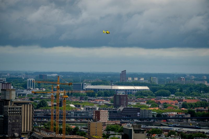 helikopter boven rotterdam